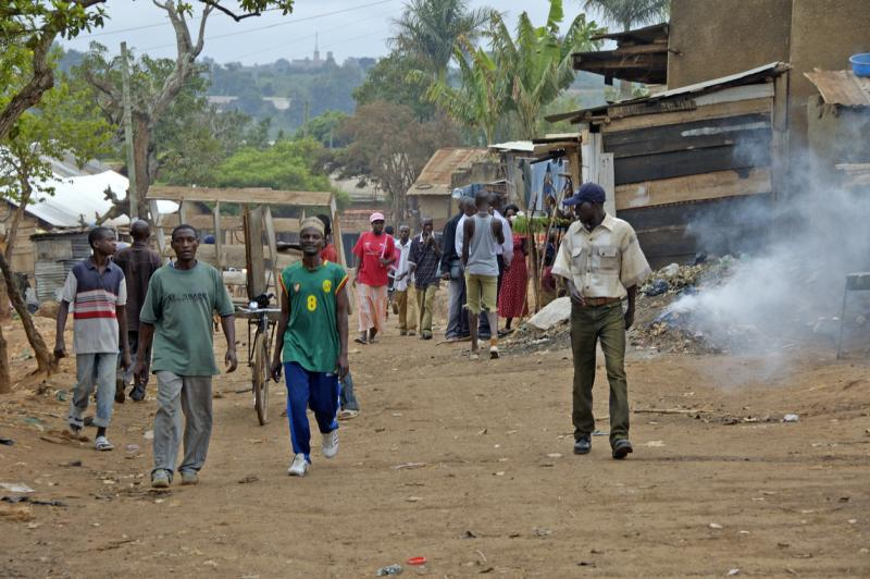Uganda_people_walking
